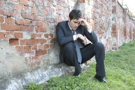 hombre preocupado: Hombre de negocios deprimido