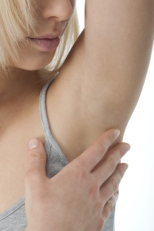 armpit: Retrato de mujer bonita, buscando su axila limpia  Foto de archivo