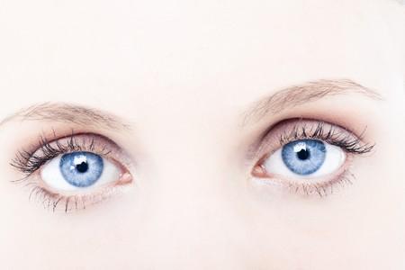 ojos azules: Ojos de mujer joven azul, Close-up  Foto de archivo