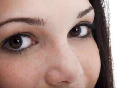ojos marrones: Close-up o una mujer joven marr�n ojos