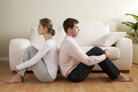 scheidung: Junges Paar mit Beziehung Schwierigkeiten