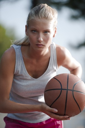 Basketball player ready to pass the ball photo