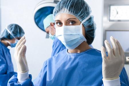 doctora: Retrato de un mujer cirujano, operaci�n en segundo plano
