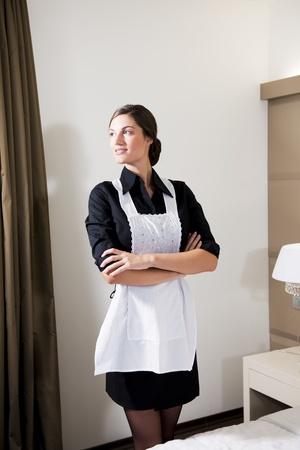 jasschort: Portret van een dienstbode Hotel Stockfoto