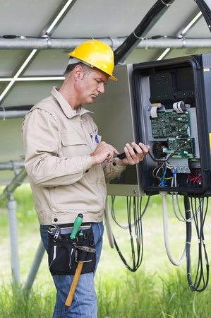 Techniker Unter Solarmodule