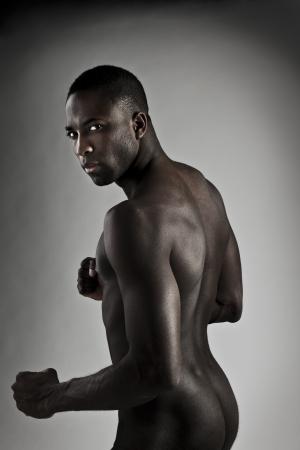 Portret van een naakt gespierde jonge man Stockfoto