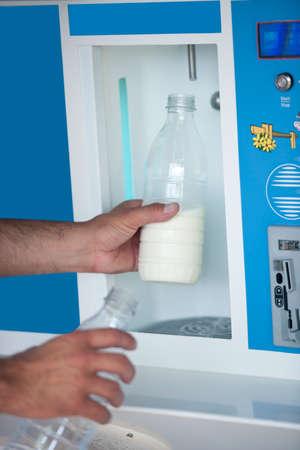 distributor: Automated milk distributor