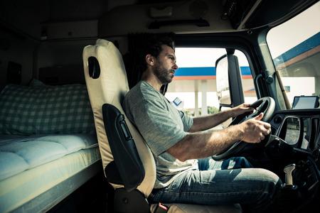 Portret van een vrachtwagenchauffeur