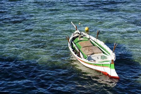 Small Wooden Fishing boat isolated 版權商用圖片