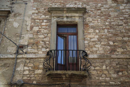 Ancient window in a house of the medieval city of Todi Archivio Fotografico