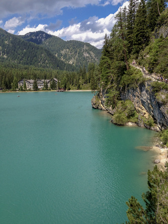 The green of the mountain lake Imagens