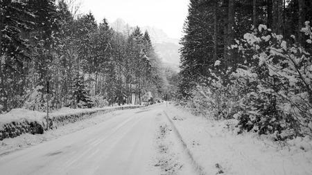 Snowy road Imagens