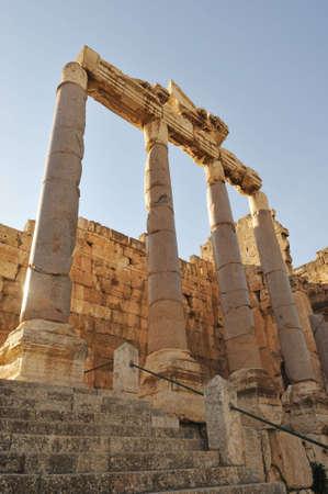 columnas romanas: columnas romanas en L�bano de baalbeck  Foto de archivo