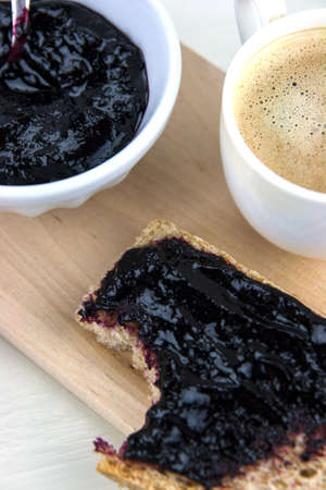 integral: Homemade blueberry jam with integral bread and coffe