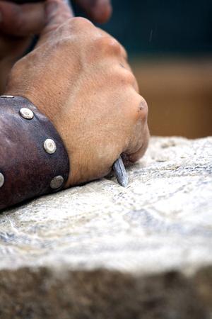 stonemason: Stone carving - reconstruction of medieval stone work . Stock Photo
