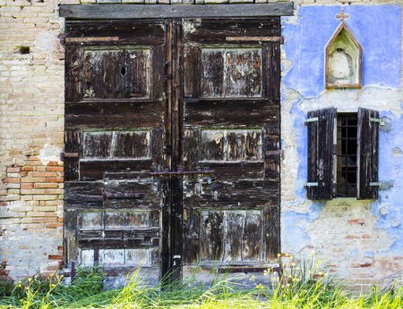 abandoned farmhouse abandoned farmhouse: Old door of an abandoned farmhouse.