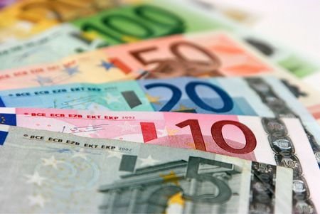 2 50: Euro banknotes, close-up with shallow depth-of-field; focus on the 10 Euro banknote