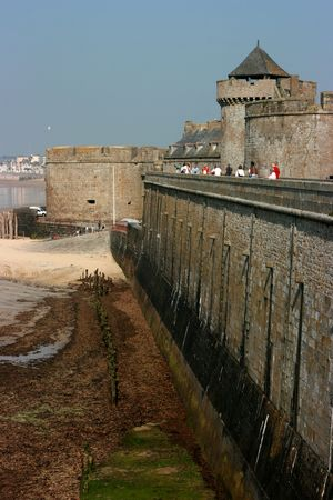 Guard tower and city walls, Saint-Malo, Brittany, France Banque d'images