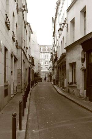 parisian: Narrow street in Paris
