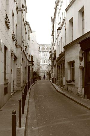 Narrow street in Paris