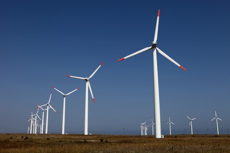 Farm of wind turbines against a blue sky Banque d'images