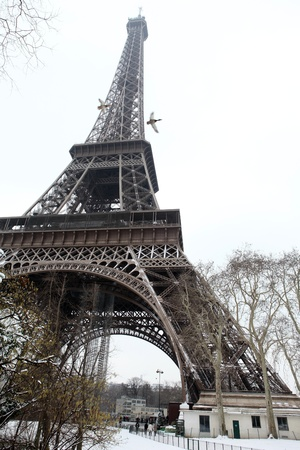 The Eiffel Tower in Winter Time Banque d'images