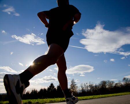 piernas hombre: corredor en una competencia de marat�n Foto de archivo