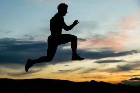 mensch: Jogger im Sonnenuntergang