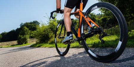 course cycliste: triathl�te dans le cyclisme Banque d'images