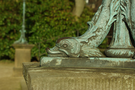 socle: Iron, baroque foot of a lantern in the shape of a bird head