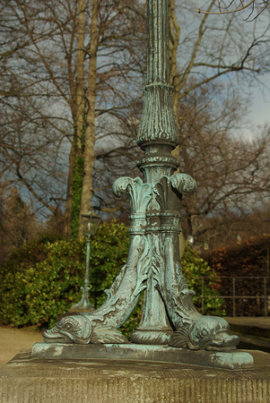 socle: Iron, baroque foot of a lantern in the shape of bird heads Stock Photo