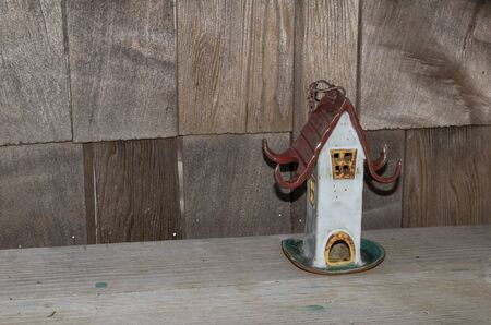 birdhouse: Ceramic pottery birdhouse on a rustic wooden bench