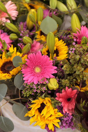 gerbera daisy: Sunflower and gerbera daisy bouquet blooms at a farmers market in summer Stock Photo