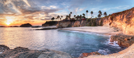 보물섬 해변의 몽타주 라구나 비치, 캘리포니아, 미국에서의 일몰보기