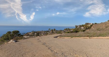 laguna: Hiking trail that overlooks the Laguna Beach coastline in the Laguna Wilderness in California, United States