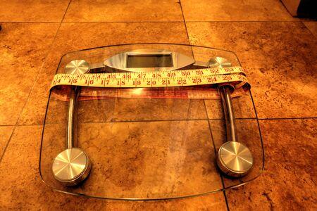 体力を追跡する測定する測定テープの重量を監視するスケール 写真素材 - 70100170