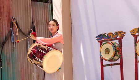 San Diego, CA, USA - July 1, 2017: Korean drum dance performed at the San Diego Zoo Safari park. Editorial only. Редакционное
