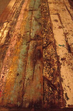 화려한 빨강, 파랑 및 녹색 소박한 매립지 나무 배경