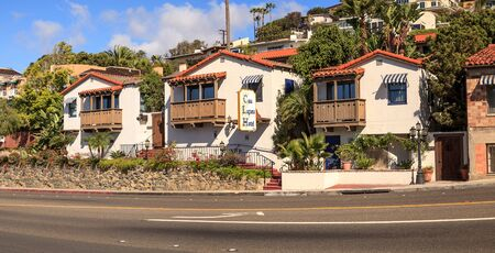 ラグーナビーチ、カリフォルニア州、アメリカ合衆国-2017 年 11 月 4 日: 晴れの日にカサ ラグーナ ホテルの古典的なスパニッシュ ・ ミッション スタ 報道画像
