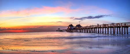Naples Pier on the beach at sunset in Naples, Florida, USA 스톡 콘텐츠