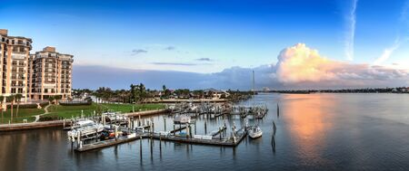 Boats and waterfront view at dawn over the Indian River in New Smyrna Beach, Florida. 版權商用圖片