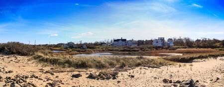 Blue skies over Corporation Beach in Dennis, Massachusetts on Cape Cod in the fall. 스톡 콘텐츠