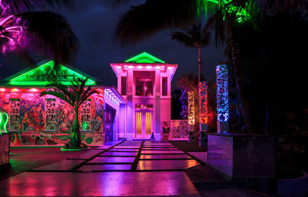 Naples, Florida, USA – October 23, 2020: Fun, colorful, artistic house done in the creative style of Las Vegas with neon lights sits in Naples Park, Florida. Editorial use only. Redactioneel