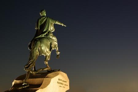 피터 첫 번째, 상트 페테르부르크 창립자의 유명한 동상