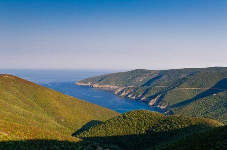 sithonia: Southern capo di Sithonia, Grecia. Vista dalla strada di montagna.