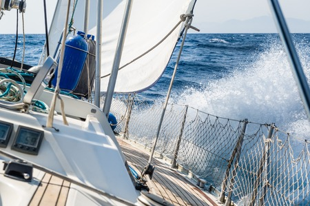 Fast sailing cruising yacht at heeling with splash Standard-Bild