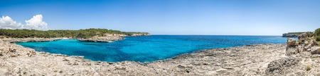 Mallorca national park. Cala Mandrago bay panorama 版權商用圖片 - 31447467