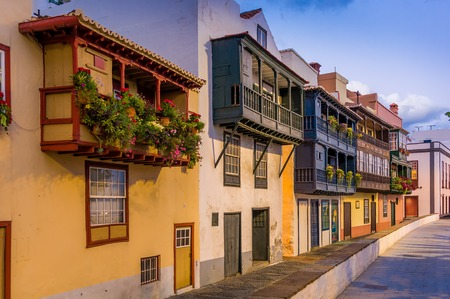 Evening view of famous balcony street at Santa-Cruz de La Palma. Canary islands, Spain Standard-Bild