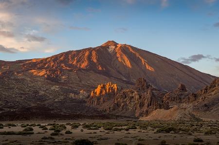 Volcan El Teide à la lumière du coucher du soleil
