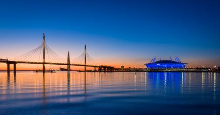 在圣彼得堡涅瓦河的日落天空